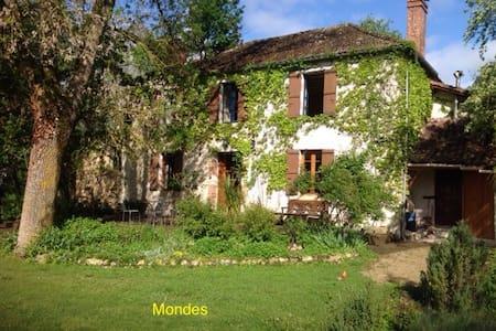 Doppelzimmer Im Landhaus Mondes - Courrensan - Huis
