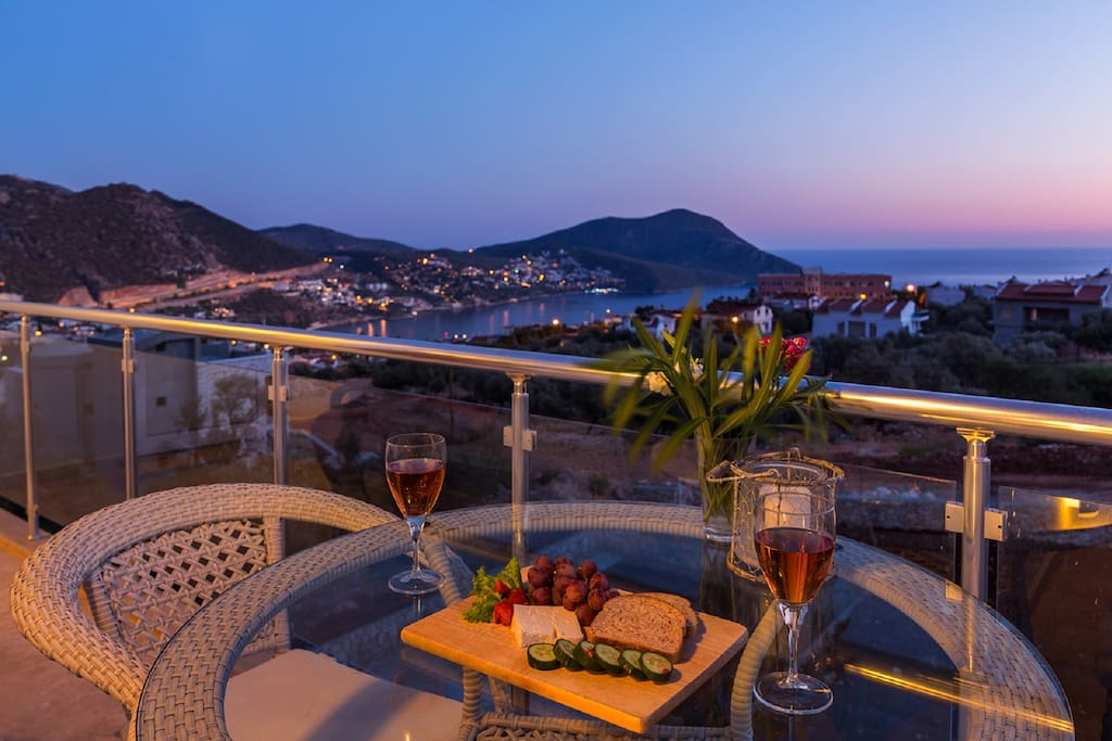 Romantic dining with harbour and sea views