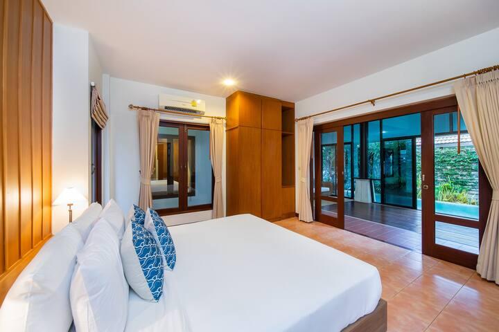3 Bedroom Pool Villa in HuaHin Town