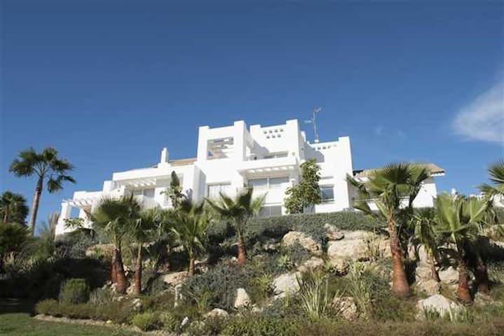 Alcazaba Lagoon, on Estepona Golf Course, Casares - Casares - Apartment
