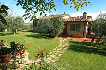 Splendid villa located in the heart of Chianti - Gambassi Terme