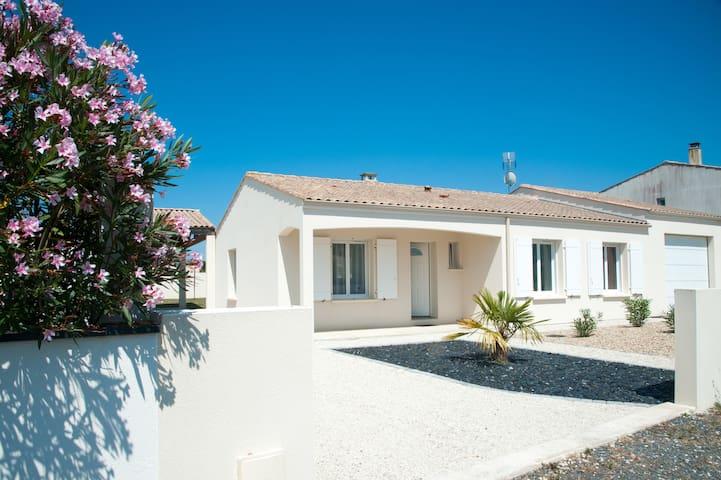 Maison entre La Rochelle- Rochefort 3 étoiles