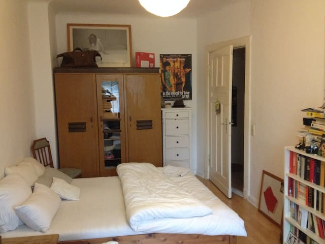 Cozy Room in East Berlin - Berlin