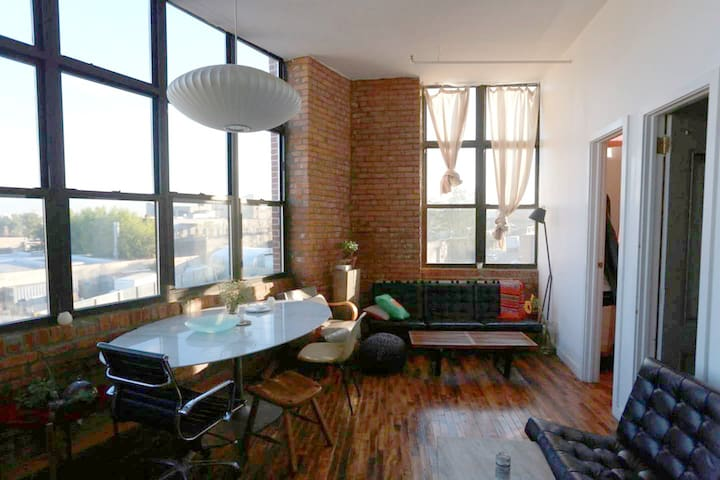 Stunning views! 3 separate bedrooms, L train Loft