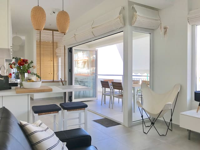 waterfront apt*in the heart of Hersonissos