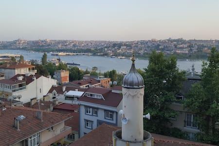 A Nice&Comfortable Room with Golden Horn View - Beyoğlu - Daire