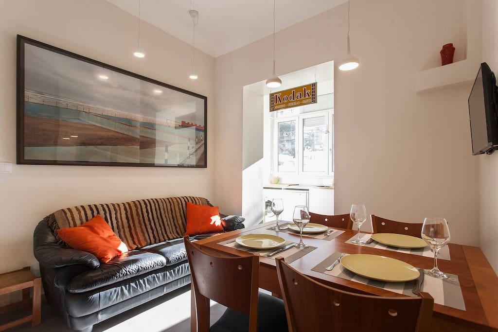 Livingroom & eating area