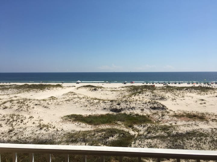 Beachfront - Views - Private Balcony - Amenities