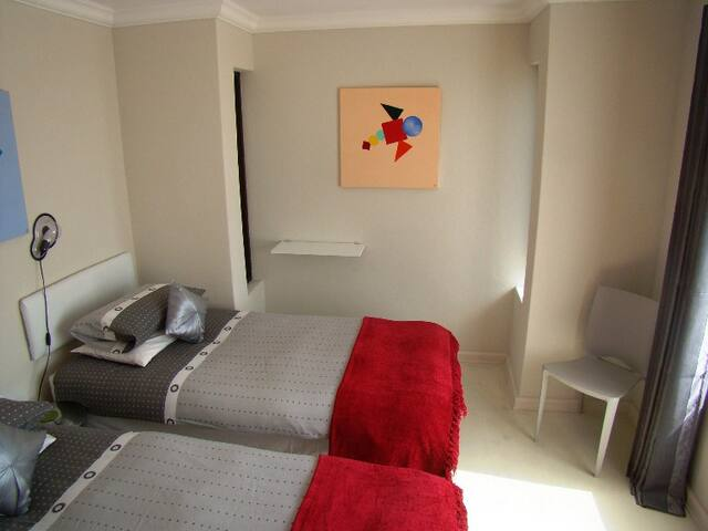 Groundfloor bedroom with two single beds