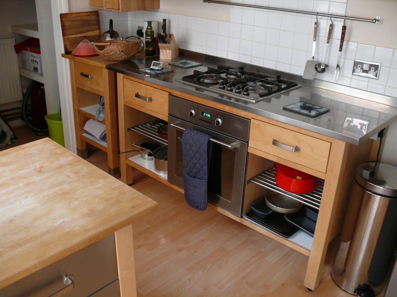 well appointed & well stocked kitchen, gas hobs, electric over, microwave, plus fridge/ freezer