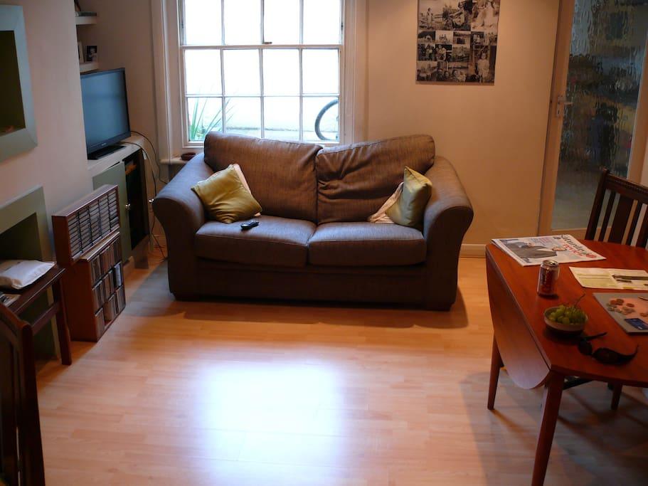 Sofa bed, drop leaf table seats 6, tv, wifi.