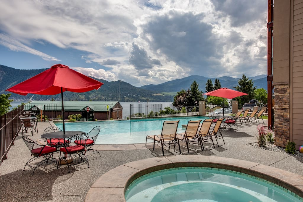 The infinity edge pool has a shallow wading area for the kids.  The view of the lake, mountains, and sky are amazing.  The hot tub as extra powerful jets.