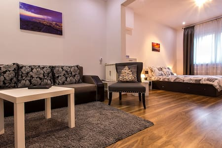 Cozy luxury apartment at the heart of downtown! - Sofia - Wohnung