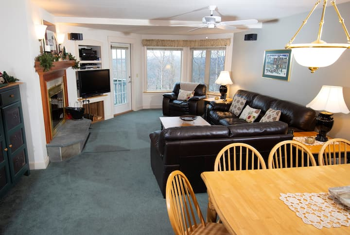 Ski-in/Ski-out Suite in a Great Location   Access to Pool, Arcade, Sauna and more!