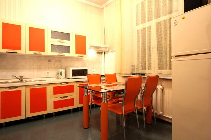 2-room apartment, Abylai Khan st. - Almaty - Apartamento