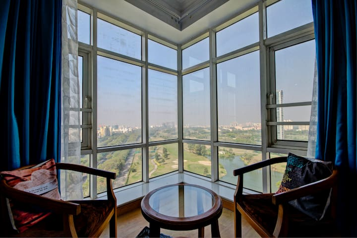 Condo with beautiful Golf view and near Expo Mart!