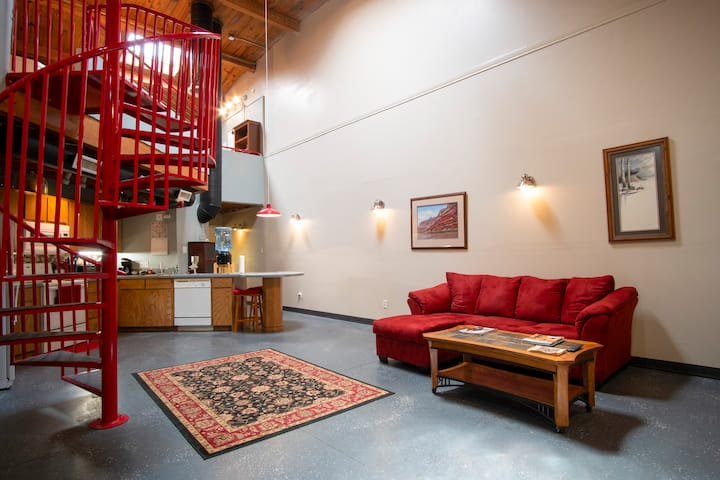 Postmodern Red Loft in Historic Downtown!