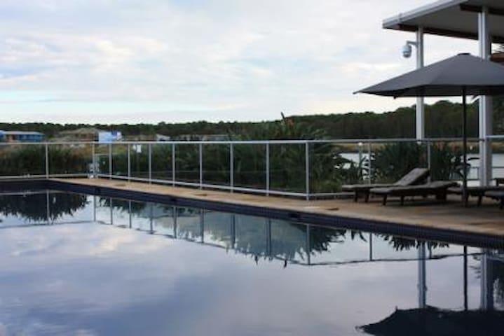 Resort Living in Hope Island