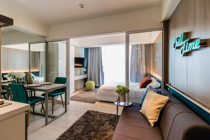 1BR Luxury Suite in Azure Beach Resort Manila!