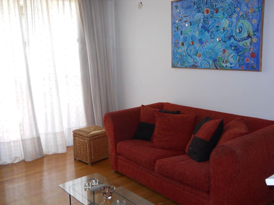 THE VERY LUMINOUS LIVING ROOM