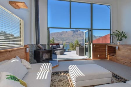 Mountain, lake, sun and this beautiful home... - Queenstown - Ház