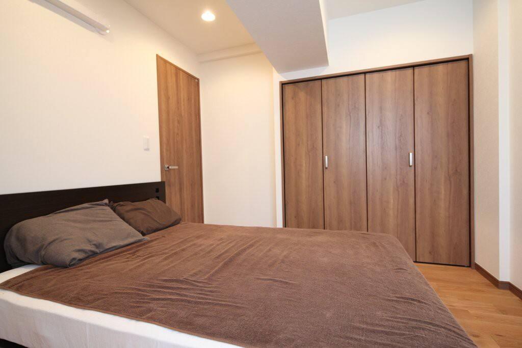 Bedroom with Simmons Beautyrest Mattress