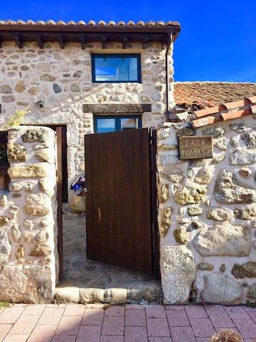 Casa Tomasa. Casa restaurada en El Valle de Lozoya