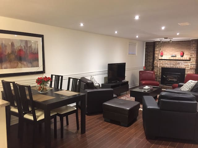 Luxurious Basement Apartment - Richmond Hill - Leilighet