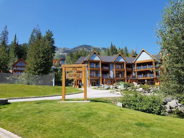Silvertip Lodge Apartment 4