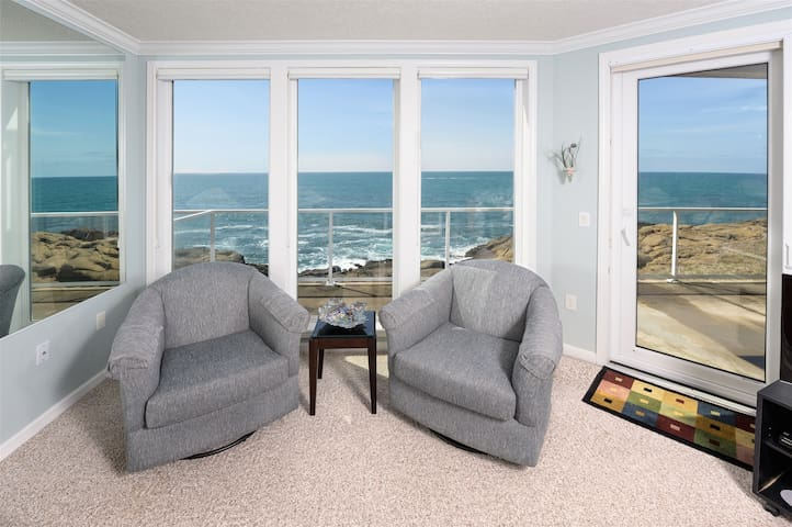 Sept 7-9, $20/Nt Off!!  Oceanfront w/ Fireplace
