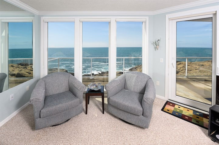 Whalers View - Oceanfront w/ Whale Watching!
