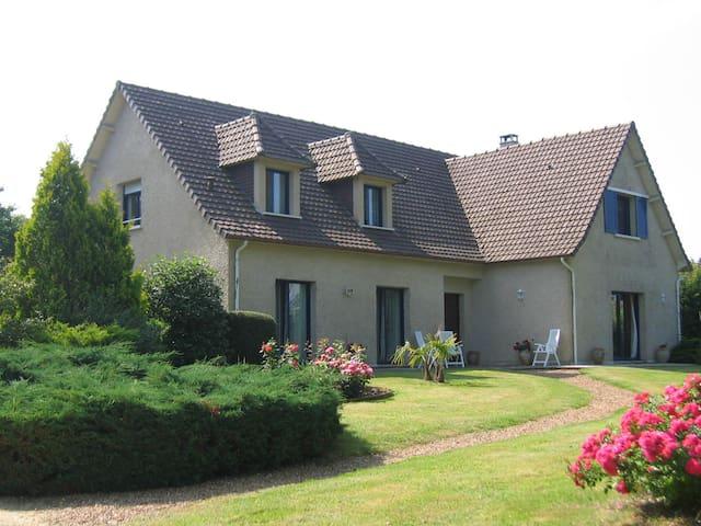 B&B La Villa de Sandrine - LE MANS - Parigné-l'Évêque - Bed & Breakfast