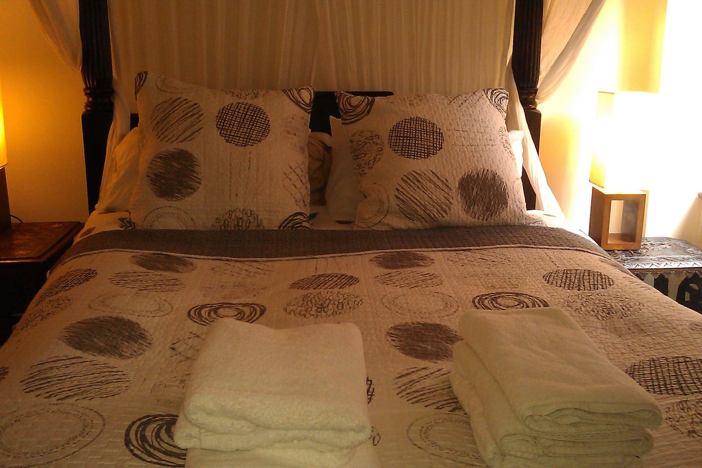 Comfortable King Size bed with writing area, wardrobe shelves and mirrors. Unlimted WiFi is accessible for no extra charge