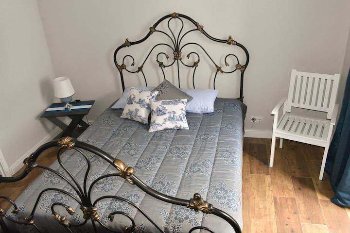 One Bedroom Queen Size Bed @ Maria's Haven