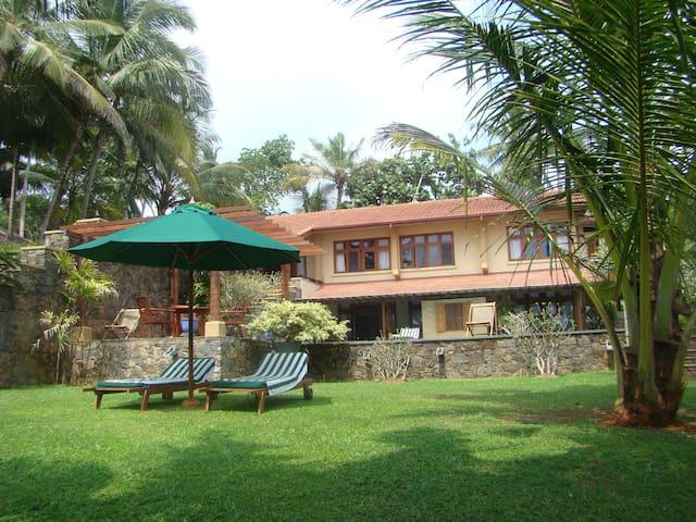 Luxury 3BR  beach villa - Matara - Vila