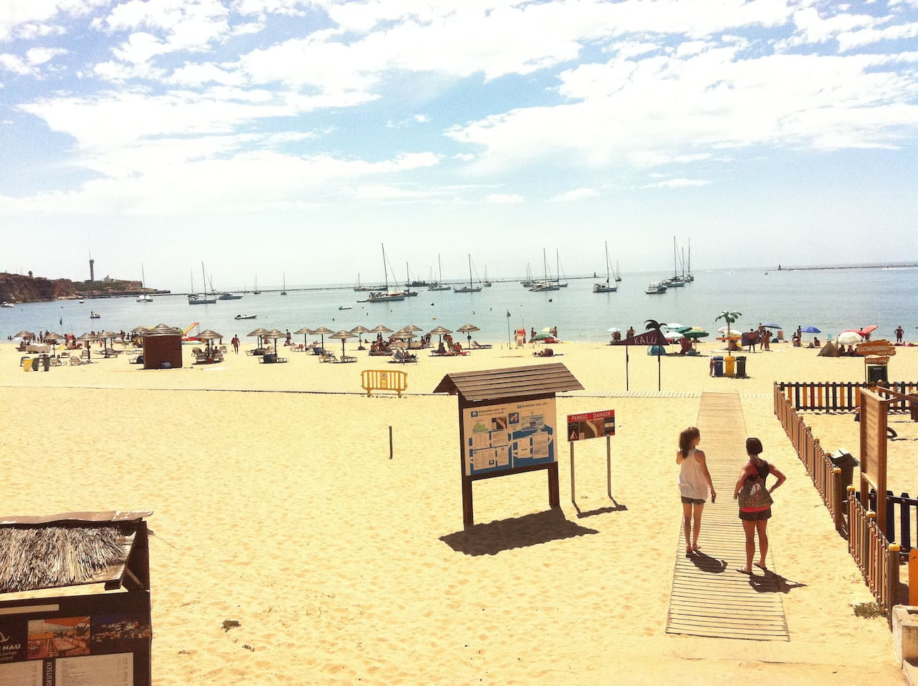 Praia Grande, where you will find 4 bars/restaurants, beautiful natural beaches, water sports and a children's park.