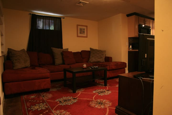 Charming Garden level, Spacious 3  Bedroom Condo. - Providence - Appartement en résidence