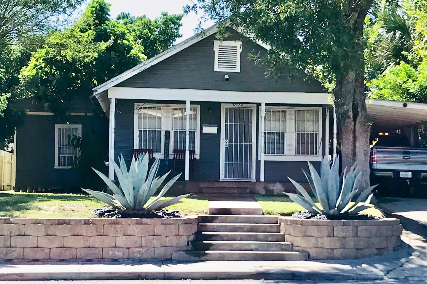 The  Blue Agaves welcome you to our home