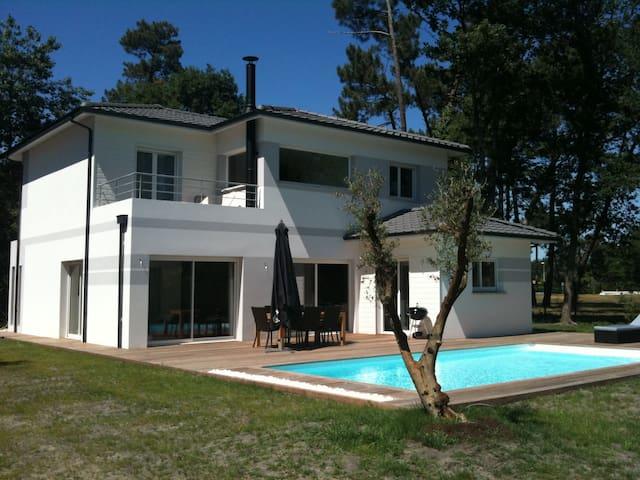 Villa avec piscine proche Bordeaux