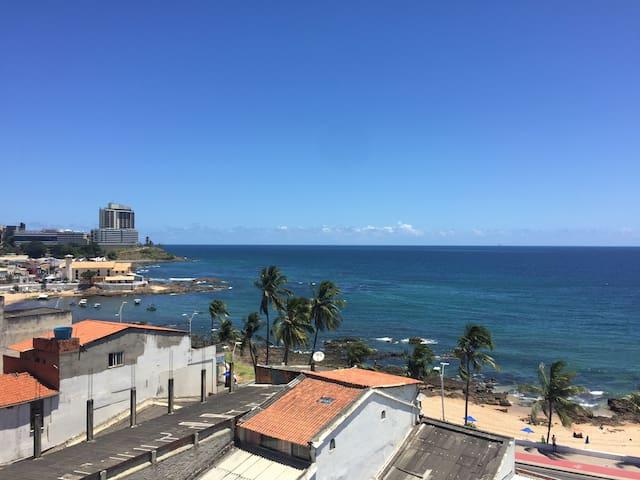 APARTAMENTO DUPLEX, BEIRA-MAR NO RIO VERMELHO
