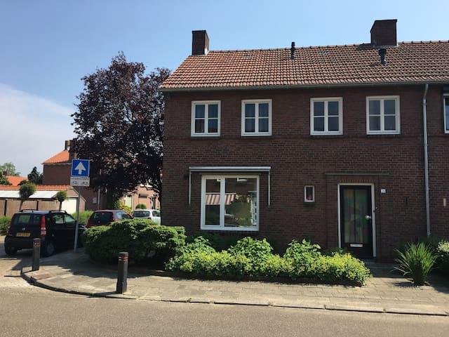Gezellige hoekwoning uit jaren 50 - Boxmeer - Haus