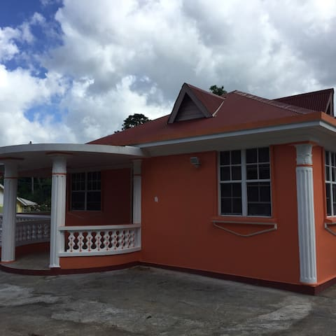 Newly Built Carribean Beauty! - Canefield - Casa