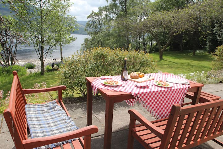 Anchorage: Loch front property with large garden