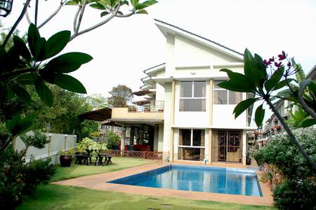 SPACIOUS POOL VILLA, NEAR K. LUMPUR - House
