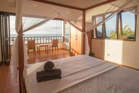 Cliffside room with Superb Ocean View