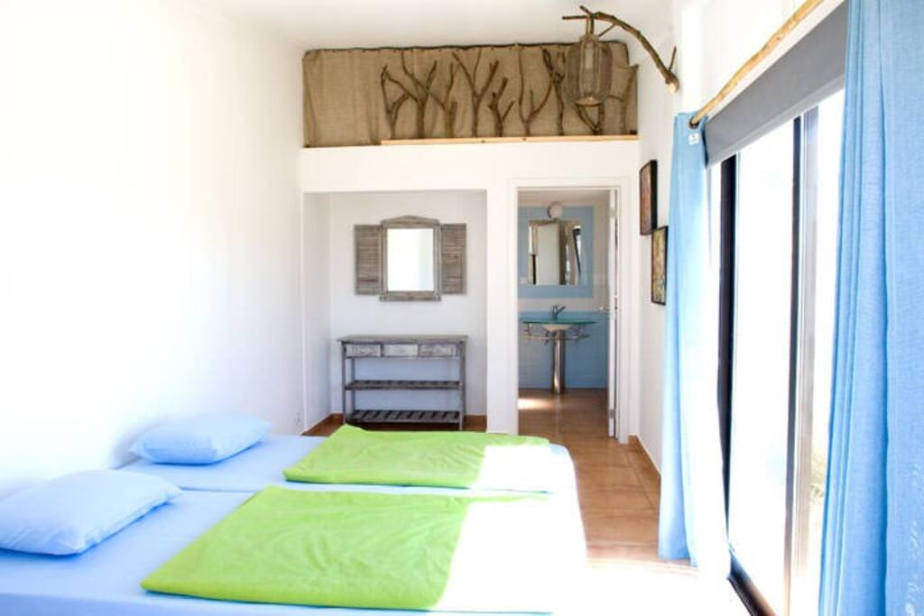Studio private 4 beds and private bathroom