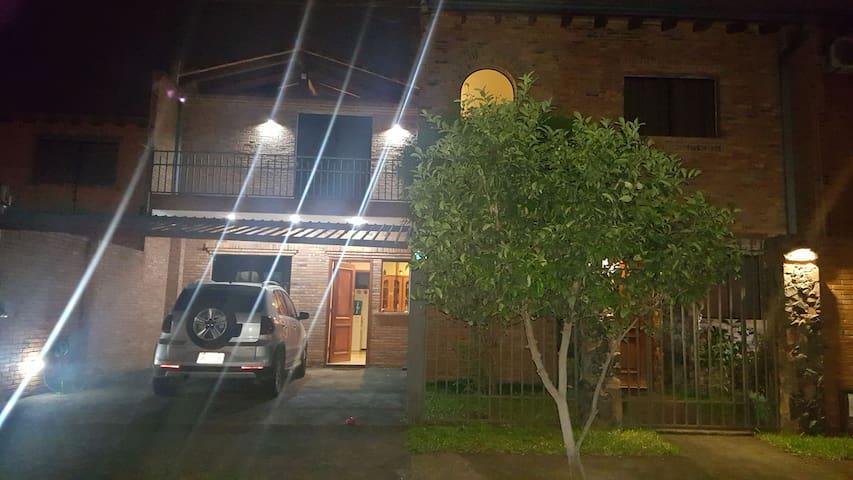Casa-Dúplex en Villa Adela, Luque (Gran Asunción)