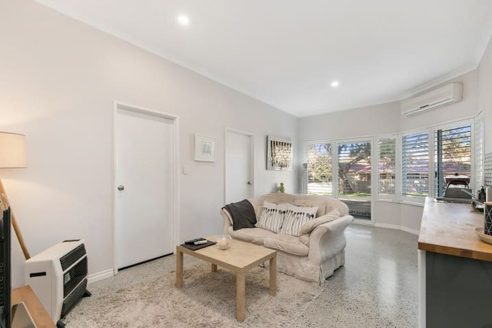 Modern 2 Bedroom Studio Apartment