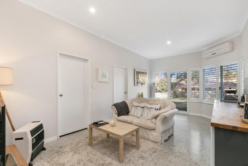 Picture of: Modern 2 Bedroom Studio Apartment Apartamentos En Alquiler En Wembley Downs