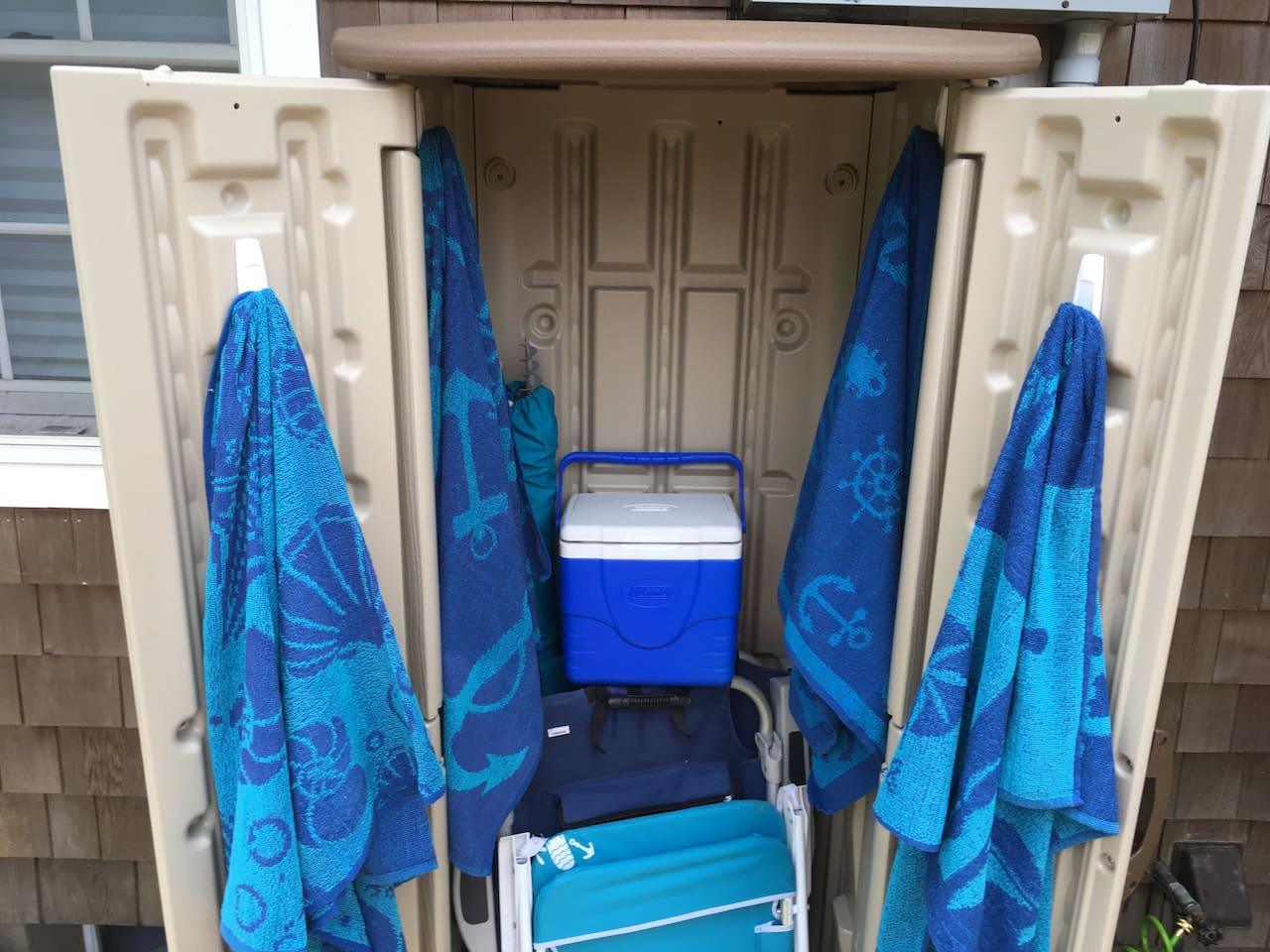 All your beach essentials are available; towels, 3 chairs, umbrella, cooler, and sand toys! The beach is approximately 5 miles, so a 10 minute car drive. There is a parking fee of $25 per car/ per day.